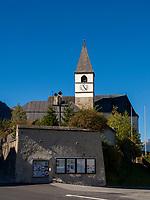 Kirche in Tarasp, Scuol, Unterengadin, Graubünden, Schweiz, Europa<br /> Church in  Tarasp, Scuol, Engadine, Grisons, Switzerland
