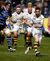 Photo: Richard Lane/Richard Lane Photography. Bath Rugby v London Wasps. Aviva Premiership. 21/04/2012. Wasps' Nick Robinson passes.