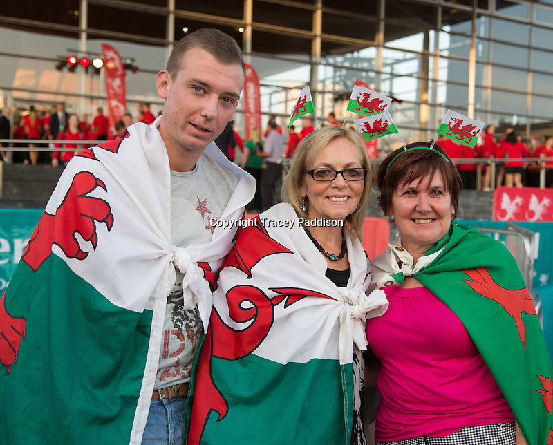 Wednesday September 10, 2014 <br /> Spectators dressed in Welsh flags at the Commonwealth Games, homecoming ceremony for Team Wales at the Senedd, Cardiff, South Wales, United Kingdom.