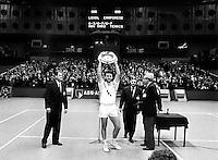 1991, Tennis, Rotterdam, ABNAMRO, Omar Camporese met de trofee als winnaar nadat hij Lendl in de finale heeft verslagen
