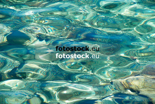 superficie de agua<br /> water surface<br /> Wasseroberfläche