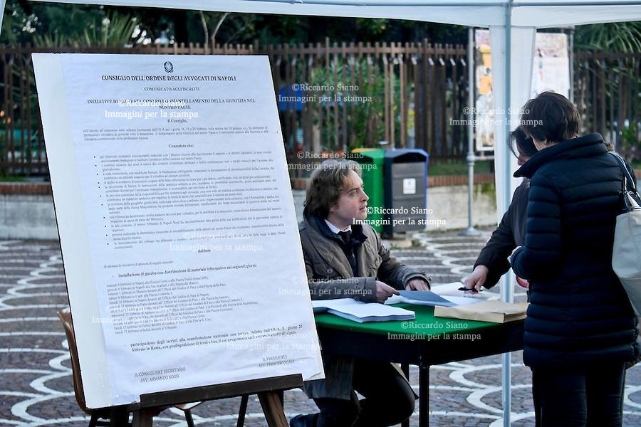 - NAPOLI  14  FEB    2014 - casoria  gazebo  raccolta firme avvocati