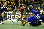 Berlin, Germany, January 31: Constantin Staib #11 of Club an der Alster tries to score during the 1. Bundesliga Herren Hallensaison 2014/15 semi-final hockey match between Rot-Weiss Koeln (dark blue) and Club an der Alster (red) on January 31, 2015 at the Final Four tournament at Max-Schmeling-Halle in Berlin, Germany. Final score 4-3 (2-2). (Photo by Dirk Markgraf / www.265-images.com) *** Local caption *** Victor Aly #30 of Rot-Weiss Koeln, Constantin Staib #11 of Club an der Alster