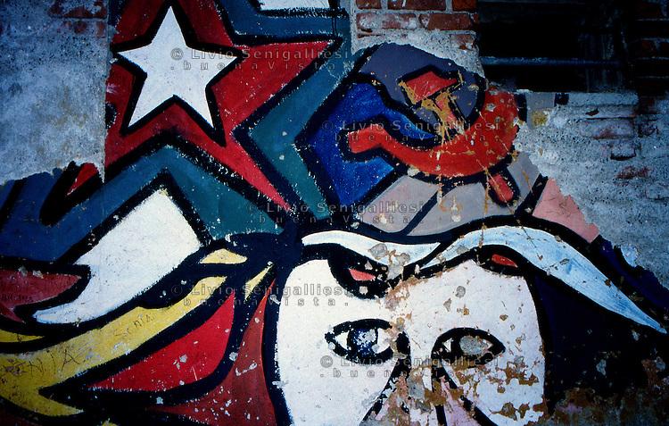 Sesto S.Giovanni (MI) 1970.Murales realizzato sui muri della fabbrica Osva dedicato ai temi delle lotte operaie e delle conquiste sociali. .Foto Livio Senigalliesi.