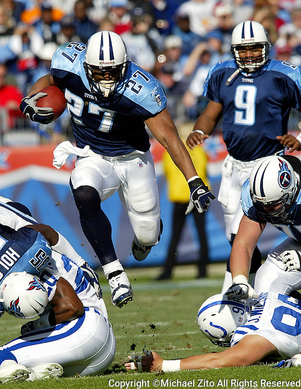 In an NFL game played at The Coliseum between the Indianapolis Colts and the Tennessee Titans where the Colts defeated the Titans 29-27