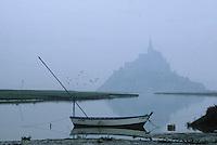 Europe/France/Normandie/Basse-Normandie/50/Manche: Le mont Saint-Michel et bateau dans la baie