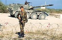 - paratrooper of the airborne brigade Folgore and heavy armored car Centauro....- paracadutista della brigata aerotrasportata Folgore e autoblindo pesante Centauro