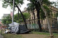 17.10.2019 - Homem é encontrado morto na Praça da Sé em SP