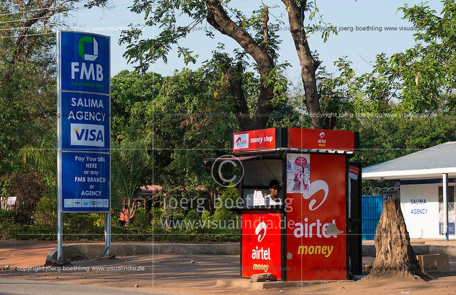 MALAWI, Salima, money transfer with airtel money, Airtel is an indian mobile phone company / MALAWI, Salima, Geldüberweisung per Mobiltelefon von Airtel