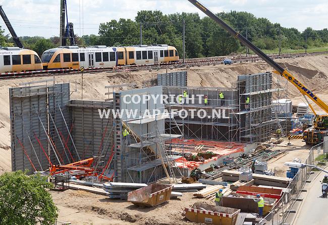 Westervoort 300611 Balast Nedam bouwt aan het nieuwe station Westervoort.<br /> <br /> Foto Frans Ypma APA-foto