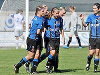 Club Brugge Dames : vreugde na een doelpunt bij Bianka Ternier (links) en Nina Vindevoghel (midden).Foto DAVID CATRY / Vrouwenteam.be