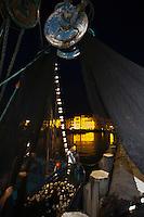 """Europe/France/Aquitaine/64/Pyrénées-Atlantiques/Pays Basque/Saint-Jean-de-Luz: Au port de pêche le Thonier Canneur """"Aïrosa"""" embarque ses filets  pour la pêche à la sardine  qui va servir d'appat  vivant (petia) pour la pêche au thon à la canne"""