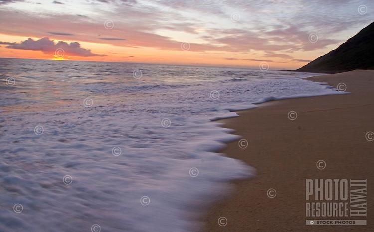 Sunset at Yokohama Bay (Keawaula) Beach, at the end of the road on Oahu's West Side