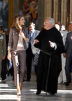MADRI, ESPANHA, 11 SETEMBRO 2012 - PRINCESA LETIZIA - Princesa Letizia durante visita a exposição do 25º aniversario da oficina Espanhol patrimonio nacional no Mosteiro de San Lorenzo de El Escorial, em Madri na Espanha, nesta terca-feira, 11. (FOTO: ALFAQUI / BRAZIL PHOTO PRESS).