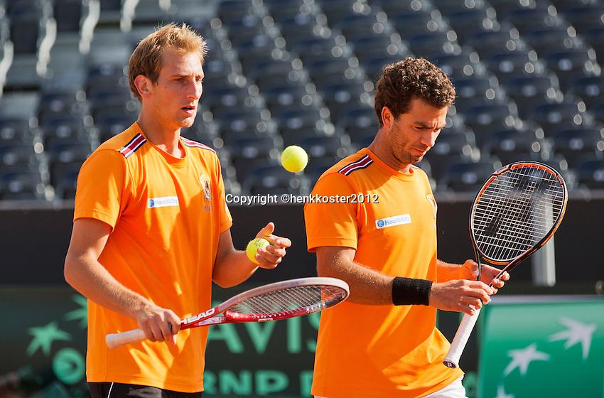12-09-12, Netherlands, Amsterdam, Tennis, Daviscup Netherlands-Swiss, Training Netherlands, Jean-Julien Rojer and Thiemo de Bakker (L)in the doubles.