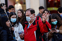 Tourists wear masks to protect themselves from the Covid-19 in Rome, February 25, 2020.<br /> UPDATE IMAGES PRESS/Riccardo De Luca
