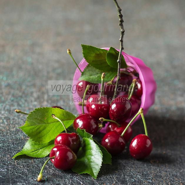 France, Vaucluse (84), Cerises Burlat   // France, Vaucluse, Burlat cherries, - Stylisme : Valérie LHOMME