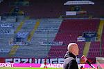 Fussball - 3.Bundesliga - Saison 2020/21<br /> Kaiserslautern -  Fritz-Walter-Stadion 03.04.2021<br /> 1. FC Kaiserslautern (fck)  - FC Halle (hal) 3:1<br /> Trainer Marco ANTWERPEN (1. FC Kaiserslautern) vor den Transparenten<br /> <br /> Foto © PIX-Sportfotos *** Foto ist honorarpflichtig! *** Auf Anfrage in hoeherer Qualitaet/Aufloesung. Belegexemplar erbeten. Veroeffentlichung ausschliesslich fuer journalistisch-publizistische Zwecke. For editorial use only. DFL regulations prohibit any use of photographs as image sequences and/or quasi-video.