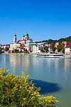Deutschland, Niederbayern, Passau: 3-Fluesse-Stadt mit Dom St. Stephan, Fluss Inn | Germany, Lower Bavaria, Passau with cathedral St. Stephan, river Inn
