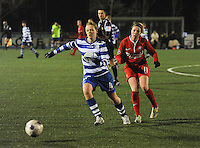 AA GENT LADIES - FC TWENTE :<br /> Ine Heemeryck (L) is sneller dan Marlous Pieete (R)<br /> foto Dirk Vuylsteke / Nikonpro.be