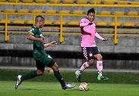 BOGOTA - COLOMBIA -21 -10-2016: Diego Valoyes (Izq.) jugador de La Equidad disputa el balón con Hebert Soto (Der.) jugador de Boyaca Chico FC, durante partido entre La Equidad y Boyaca Chico FC, por la fecha 17 de la Liga Aguila II-2016, jugado en el estadio Metropolitano de Techo de la ciudad de Bogota. / Diego Valoyes (L) player of La Equidad vies for the ball with Hebert Soto (R) player of Boyaca Chico FC, during a match La Equidad and Boyaca Chico FC, for the  date 17 of the Liga Aguila II-2016 at the Metropolitano de Techo Stadium in Bogota city, Photo: VizzorImage  / Luis Ramirez / Staff.