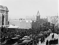 Foule a la Place d'Youville durant<br /> Carnaval de Quebec<br />  fev 1955<br /> <br /> PHOTO : Agence Quebec Presse
