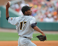 June 14, 2009: LHP Frank De Los Santos (17) of the Bowling Green Hot Rods, Class A affiliate of the Tampa Bay Rays, in a game against the Greenville Drive at Fluor Field at the West End in Greenville, S.C. Photo by: Tom Priddy/Four Seam Images