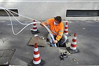 - Milano, posa del cavo della fibra ottica Wind<br /> <br /> - Milan, Wind optical fiber cable laying