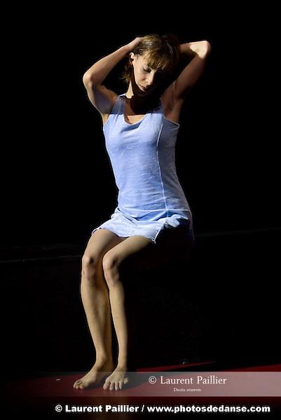 ANNONCIATION..Choregraphie : PRELJOCAJ Angelin..Compagnie : Compagnie Preljocaj..Lumiere : CHATELET Jacques..Costumes : SANSON Nathalie..Avec :..CHAPPAZ Gaelle..GRIMAUD Natacha..Lieu : Centre National de la danse..Ville : Pantin..Le : 14 04 2008....Copyright (c) 2008 by © Laurent Paillier/ www.photosdedanse.com. All rights reserved.
