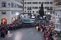 Pope Francis  prayer ceremony during the traditionnal visit to the statue of Mary on the day of the celebration of the Immaculate Conception et Piazza di Spagna (Spanish Square) on December 8, 2017