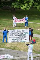 """Protestaktion von Krankenschwestern und Pfleger am Dienstag den 12. Mai 2020, dem Internationalen Tag der Pflegenden 2020, vor dem Bundeswirtschaftministerium. Sie forderten """"gesetzliche Personalbemessung, gute Ausbildung, Fort- und Weiterbildungsordnung, gerechte Finanzierung statt Gewinnmaximierung"""".<br /> Organisiert wurde der Protest vom Buendnis """"Walk of Care"""".<br /> 12.5.2020, Berlin<br /> Copyright: Christian-Ditsch.de<br /> [NUR FUER REDAKTIONELLE ZWECKE! Werbung nur auf Anfrage beim Fotografen. Inhaltsveraendernde Manipulation des Fotos nur nach ausdruecklicher Genehmigung des Fotografen. Vereinbarungen ueber Abtretung von Persoenlichkeitsrechten/Model Release der abgebildeten Person/Personen liegen nicht vor. NO MODEL RELEASE! Don't publish without copyright Christian-Ditsch.de, Veroeffentlichung nur mit Fotografennennung, sowie gegen Honorar, MwSt. und Beleg. Konto: I N G - D i B a, IBAN DE58500105175400192269, BIC INGDDEFFXXX, Kontakt: post@christian-ditsch.de<br /> Bei der Bearbeitung der Dateiinformationen darf die Urheberkennzeichnung in den EXIF- und  IPTC-Daten nicht entfernt werden, diese sind in digitalen Medien nach §95c UrhG rechtlich geschuetzt. Der Urhebervermerk wird gemaess §13 UrhG verlangt.]"""