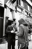 Petition (manif) contre l'affichage d'un bar de danseuses nues, le 22 mai 1990, sur la rue Sainte-Catherine.<br /> <br /> PHOTO : Pierre Roussel<br /> <br />  - Agence Quebec Presse
