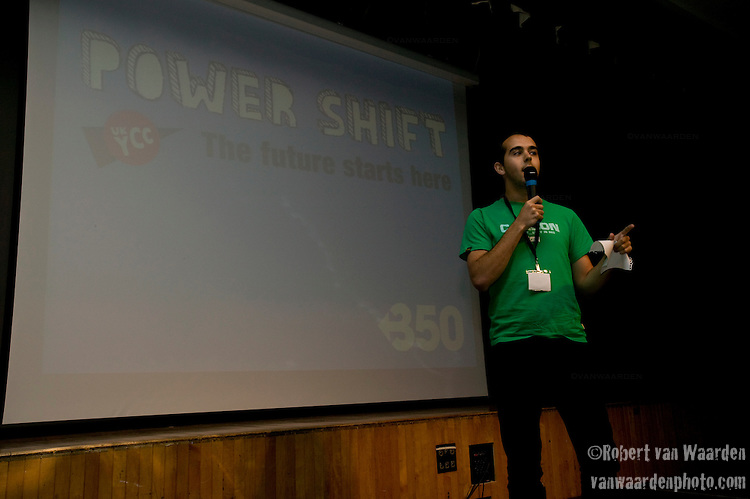 James Mummery speaks to the crowd during the opening of Powershift. The UKYCC PowerShift Conference, held on Oct. 9-12, brought together over 250 young people from across the United Kingdom and the world to discuss climate change. The conference taught them how to  organize, build a social movement and take creative and intelligent action to tackle the climate crisis. Institute of Education, London, United Kingdom (2009 ©Robert vanWaarden)