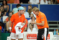 22-9-06,Leiden, Daviscup Netherlands-Tsjech Republic, Raemon Sluiter  with captain Bogtstra
