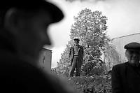 "Nagorny-Karabach, 16.05.2011, Shushi. ALtherrentreffen auf einer Strafle in Schuschi. ""The Twentieth Spring"" - ein Portrait der s¸dkaukasischen Stadt Schuschi, 20 Jahre nach der Eroberung der Stadt durch armenische K?mpfer 1992 im B¸gerkrieg um die Unabh?ngigkeit Nagorny-Karabachs (1991-1994). Some elderly men meet on a Street in Shushi. ""The Twentieth Spring"" - A portrait of Shushi, a south caucasian town 20 years after its ""Liberation"" by armenian fighters during the civil war for independence of Nagorny-Karabakh (1991-1994). .Des hommes agés se rencontrent dans une rue à Chouchi. ""Le Vingtieme Anniversaire"" - Un portrait de Chouchi, une ville du Caucase du Sud 20 ans après sa «libération» par les combattants arméniens pendant la guerre civile pour l'indépendance du Haut-Karabakh (1991-1994)..© Timo Vogt/Est&Ost, NO MODEL RELEASE !!"