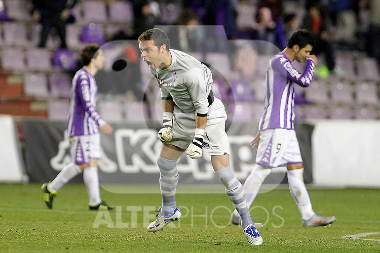 Celta de Vigo's Sergio Alvarez celebrates goal in presence of Real Valladolid's Sisi Gonzalez (l) and Javi Guerra (r) during Spanish 2th Division match.March 3,2012. (ALTERPHOTOS/Acero)