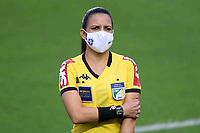 Santos (SP), 08.06.2021 - Santos-Cianorte - A assistente Karla Renata. Partida entre Santos e Cianorte valida pela 3. fase da Copa do Brasil nesta terça (8) no estadio da Vila Belmiro em Santos.