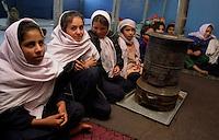 Kabul / Afghanistan.Bambine ospitate nella sezione femminile dell'orfanotrofio di Kabul..Foto Livio Senigalliesi..Kabul / Afghanistan.Girls living in the biggest orphanage in Kabul..Photo Livio Senigalliesi