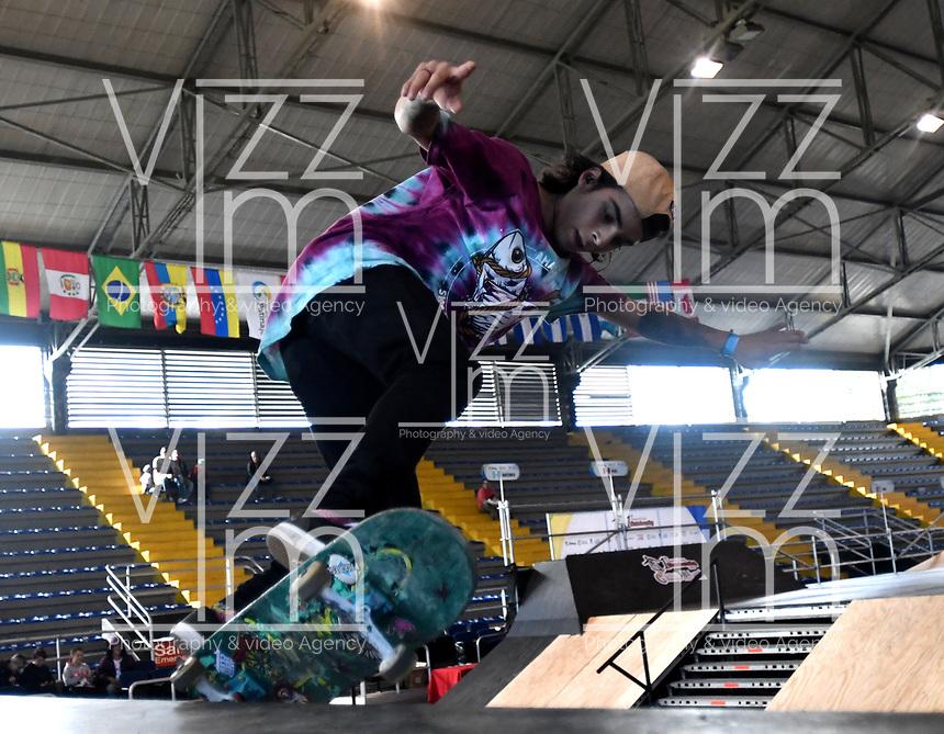 BOGOTA - COLOMBIA - 13 - 08 - 2017: Mateo Vahos, Skater de Colombia, durante competencia en el Primer Campeonato Panamericano de Skateboarding, que se realiza en el Palacio de los Deportes en la Ciudad de Bogota. / Mateo Vahos, Skater from Colombia, during a competitions in the First Pan American Championship of Skateboarding, that takes place in the Palace of Sports in the City of Bogota. Photo: VizzorImage / Luis Ramirez / Staff.