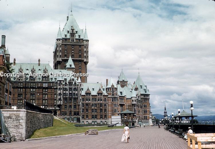 La ville de Quebec en juillet 1957,  Chateau Frontenac <br /> <br /> PHOTO  : Agence Quebec Presse