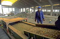 France, aluminium recycling factory, magnetic separator of non ferrous metal elements, selective sorting<br /> PHOTO :  Agence Quebec presse