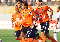 TRUJILLO- PERU - 28-08-2014: Los jugadores del Universidad Cesar Vallejo de Peru, celebran el gol anotado a Millonarios de Colombia durante partido de vuelta entre Universidad Cesar Vallejo de Peru y Millonarios de Colombia de la primera  fase, llave 14 de la Copa Total Suramericana en el estadio Mansiche, de, de la ciudad de Trujillo.  / The players of Universidad Cesar Vallejo of Peru, celebrate a goal scored to Millonarios Of Colombia during a match of the second leg between Universidad Cesar Vallejo of Peru and Millonarios of Colombia for the first phase, key 14 of the Copa Total Suramericana in the Mansiche stadium in Trujillo city. Photos: Diario Libero / Photogamma / VizzorImage.