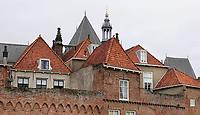 Nederland  Zutphen -  2020.  Huizen zijn verbonden met de oude stadsmuur.    Foto : ANP/ HH / Berlinda van Dam