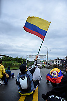 CALARCA - COLOMBIA, 30-04-2021: Manifestantes hacen presencia a la salida de Calarcá en la vía que conduce al alto de La Línea durante el tercer día de Paro Nacional en Colombia hoy, 30 abril de 2021, y que comenzó el pasado 28 de abril de 2021 para protestar por la reforma tributaria que adelanta el gobierno de Ivan Duque además de la precaria situación social y económica que vive Colombia. El paro fue convocado por sindicatos, organizaciones sociales, estudiantes y la oposición. / protesters make presence at the exit of Calarcá on the road that leads to the top of La Línea during the third day of the National Strike in Colombia today, April 30, 2021, and which began on April 28, 2021 to protest the tax reform that the government of Ivan Duque is also advancing of the precarious social and economic situation that Colombia is experiencing. The strike was called by unions, social organizations, students and the opposition in Colombia. Photo: VizzorImage / Santiago Castro / Cont