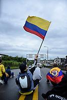 CALARCA - COLOMBIA, 30-04-2021: Manifestantes hacen presencia a la salida de Calarcá en la vía que conduce al alto de La Línea durante el tercer día de Paro Nacional en Colombia hoy, 30 abril de 2021, y que comenzó el pasado 28 de abril de 2021 para protestar por la reforma tributaria que adelanta el gobierno de Ivan Duque además de la precaria situación social y económica que vive Colombia. El paro fue convocado por sindicatos, organizaciones sociales, estudiantes y la oposición. / protesters make presence at the exit of Calarcá on the road that leads to the top of La Línea during the third day of the National Strike in Colombia today, April 30, 2021, and which began on April 28, 2021 to protest the tax reform that the government of Ivan Duque is also advancing of the precarious social and economic situation that Colombia is experiencing. The strike was called by unions, social organizations, students and the opposition in Colombia. Photo: VizzorImage / Santiago Castro / Cont