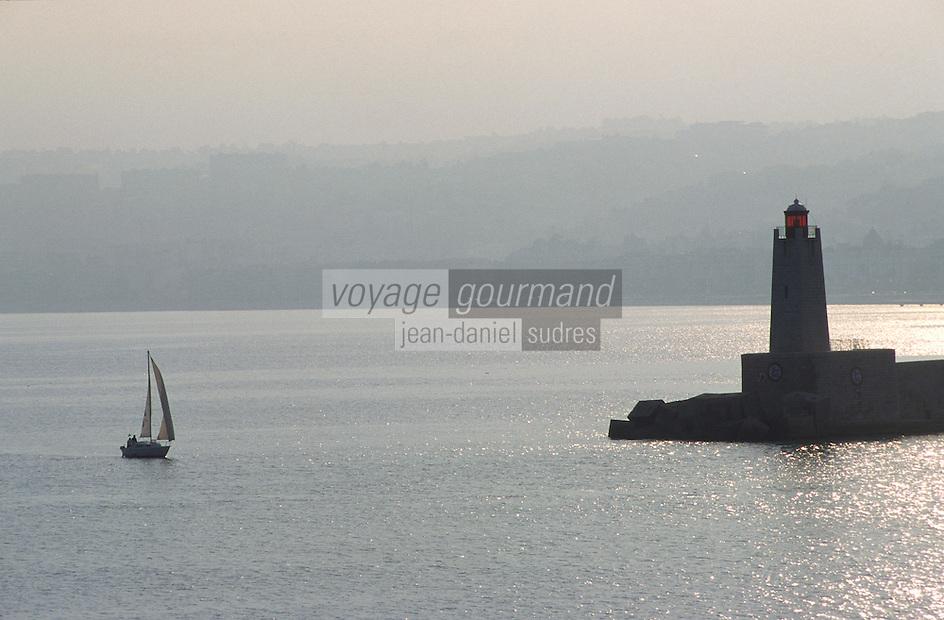 France/06/Alpes-Maritimes/Nice: Voilier rentrant au port