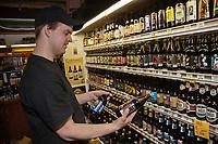 Amérique/Amérique du Nord/Canada/Québec/ Québec:  Marché du Vieux-Port Frédéric Vallières et ses bières du Québec au Marché du Vieux Port - La Fringale - <br /> Marché du Vieux Port