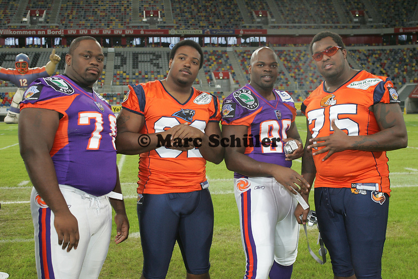 Emmanuel Akah (Guard FRankfurt Galaxy), Tony Brown (Defensive End Amsterdam Admirals), Josh Cooper (Defensive End Frankfurt Galaxy) und Atlas Herrion (Guard Amsterdam Admirals)