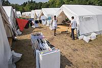 2015/08/13 Eisenhüttenstadt | Flüchtlinge | DRK-Zeltlager