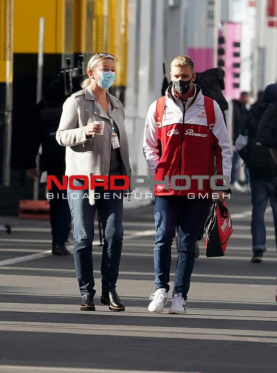 11.10.2020, Nürburgring, Nürburg, Formula 1 Aramco Grosser Preis der Eifel 2020<br /> , im Bild<br />Mick Schumacher, Sabine Kehm<br /> <br /> Foto © nordphoto / Bratic